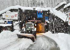 La Guida - Tenda, sul lato italiano la neve e su quello francese la pioggia
