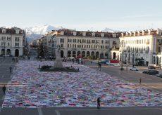 La Guida - Viva Vittoria colora con 15.000 coperte piazza Galimberti