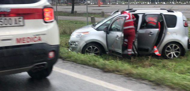 La Guida - Levaldigi, auto fuori strada nella zona dell'aeroporto