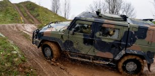 La Guida - Cervasca, i mezzi militari si allenano in pista tra i sollevatori