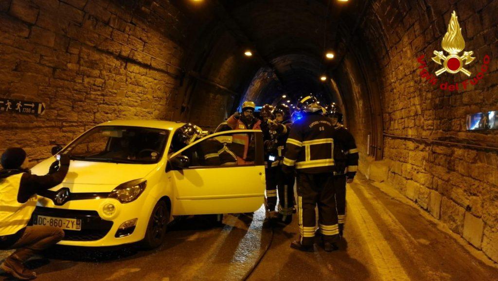 Esercitazione dei vigili del fuoco nel tunnel di Tenda