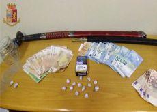 """La Guida - Fermato con """"palline"""" di cocaina in tasca e in casa, arrestato"""