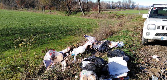 La Guida - Rifiuti in un'area naturale a Caramagna, individuato e multato