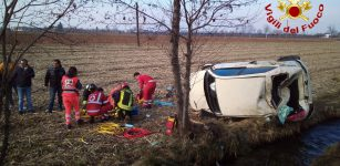 La Guida - Auto fuori strada, donna ferita a Tetto Croce