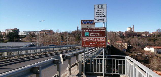 La Guida - Sicurezza stradale e biciclette, nuovi cartelli all'ingresso della città