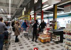 La Guida - Alla Coop di Cuneo in molti fanno la scorta alimentare