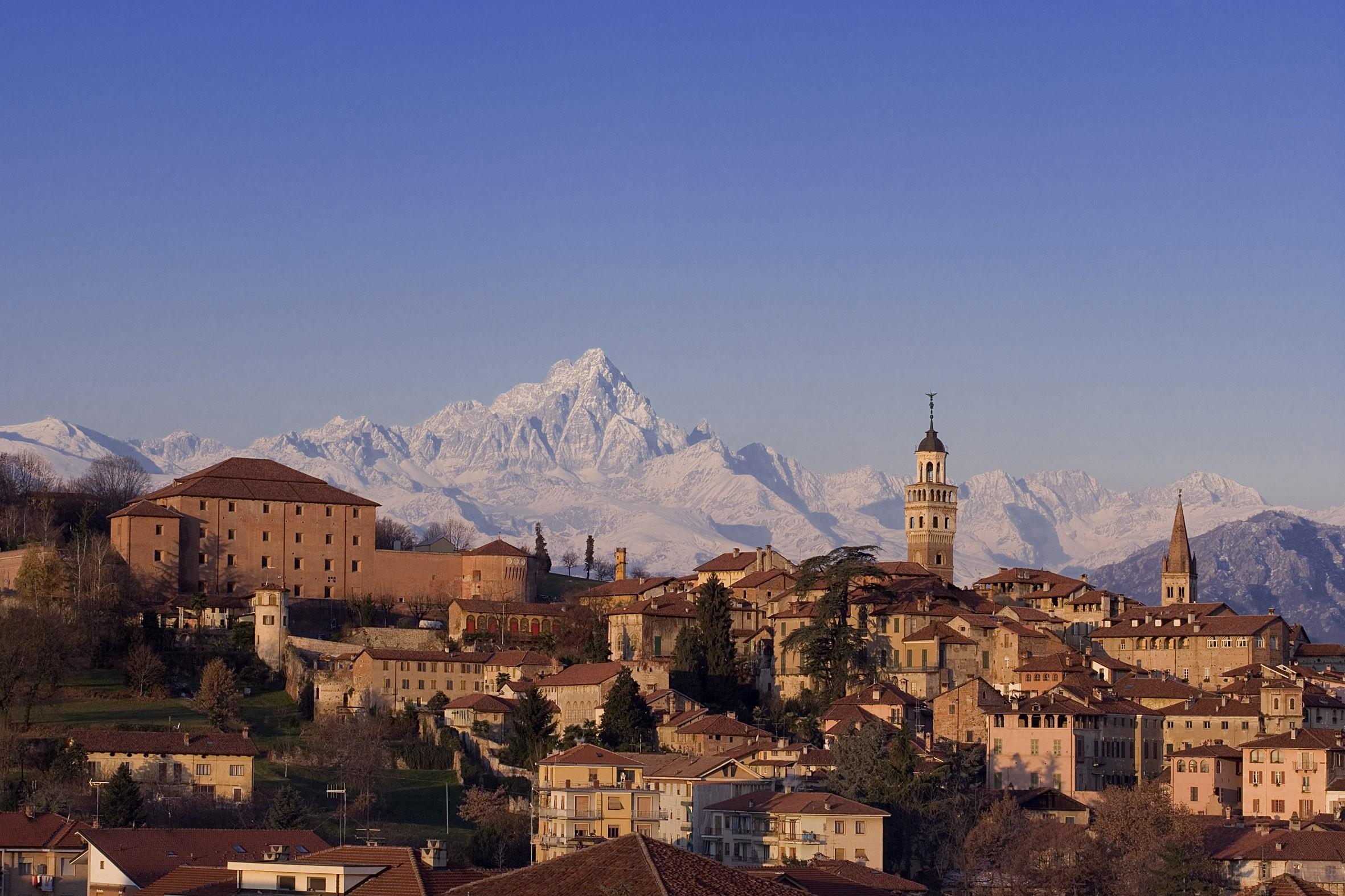 Panorama di Saluzzo con il Monviso