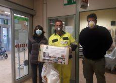 La Guida - Da Castelletto Stura una donazione di tute protettive usa e getta all'ospedale Santa Croce di Cuneo