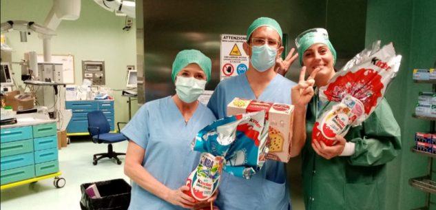 La Guida - Un uovo di Pasqua Kinder e una colomba Balocco a ogni medico e infermiere dell'ospedale di Cuneo
