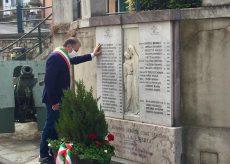 La Guida - Farigliano, il sindaco omaggia il monumento ai caduti