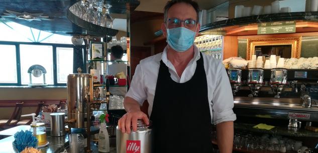 La Guida - Borgo San Dalmazzo, riaprono i bar e il caffè sale a 1 euro e 20
