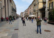 La Guida - Protesta davanti al Duomo di Cuneo per le Mascherine Tricolori