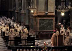 La Guida - Cento sacerdoti con la mascherina e distanziati hanno celebrato la Messa del crisma