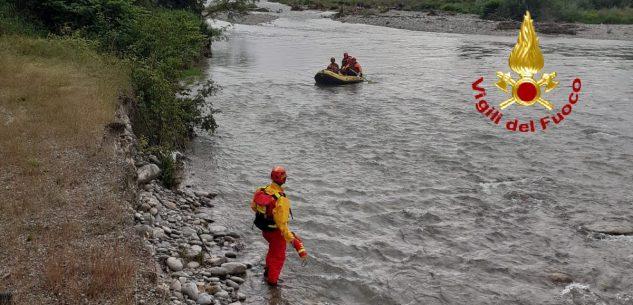 La Guida - I Vigili del fuoco soccorrono un pescatore bloccato su un isolotto