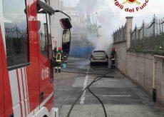 La Guida - Auto a fuoco nel cortile della casa di riposo di Rocca De' Baldi
