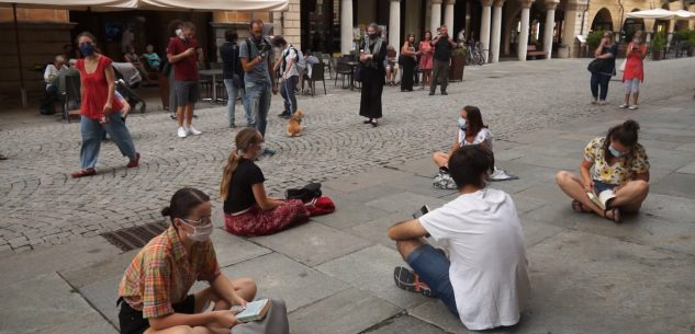 La Guida - Sit-in degli studenti a Cuneo per tornare a scuola (video)