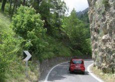 La Guida - Lavori sulla strada della valle Maira