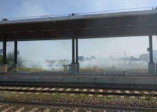 La Guida - Sterpaglie in fiamme presso la stazione di Centallo