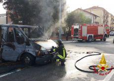 La Guida - Furgone in fiamme nel centro di Saluzzo
