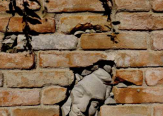 """La Guida - """"I dormienti"""" di Hilario Isola, arte pubblica a Guarene"""