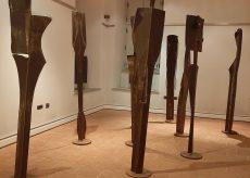La Guida - I Totem di otto artisti e l'omaggio a Claudio Salvagno