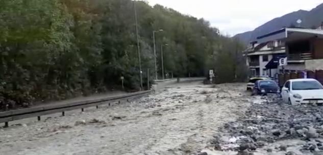 La Guida - Limone, statale 20 trasformata in un fiume in piena (video)
