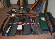 La Guida - Un'armeria illegale in casa, padre e figlio denunciati