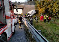 La Guida - Furgone fuori strada sulla Torino-Savona, due persone morte