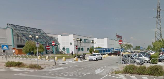 La Guida - Domenica 22 e 29 novembre l'Ipercoop di Cuneo chiude alle 18,30