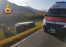 La Guida - Camion in una scarpata, conducente leggermente ferito