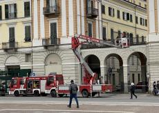La Guida - Cade intonaco sotto i portici di piazza Galimberti