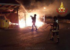 La Guida - A fuoco i bidoni ecologici nel centro di Pradeboni di Peveragno
