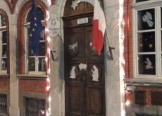 La Guida - Alla Primaria di Trinità il presepe di sagome è per tutti sulle finestre