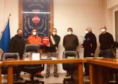 La Guida - I volontari Aib di Rossana donano un defibrillatore al municipio