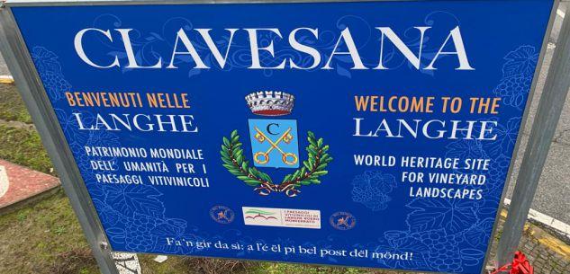 La Guida - Il cartello di Chris Bangle che invita a visitare i luoghi delle Langhe