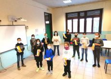 La Guida - Dogliani, 500 borracce donate agli studenti dell'Einaudi