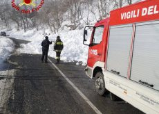 La Guida - Massa di neve sulla strada verso Pian Munè