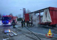 La Guida - Camion di cioccolato va a fuoco sulla provinciale a Beinette