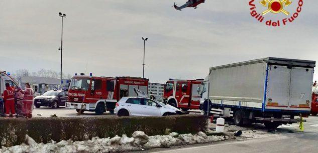 La Guida - Auto contro camion a Morozzo, grave 36enne