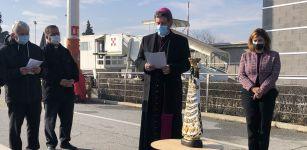 La Guida - La statua della Madonna di Loreto all'aeroporto di Levaldigi