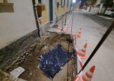 La Guida - Centallo, stop agli scavi per la fibra ottica per il ritrovamento di due scheletri