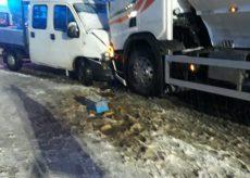 La Guida - Quattro feriti per un furgoncino che per la neve sbanda contro autocisterna