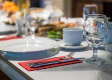 La Guida - Da giovedì bar e ristoranti aperti a pranzo e a cena, ma solo all'aperto