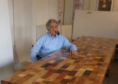 La Guida - Un tavolo realizzato con 204 diversi pezzi di legno