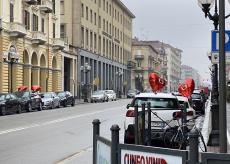 La Guida - Palloncini rossi a cuore per San Valentino nelle strade di Cuneo
