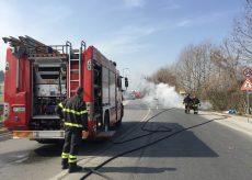La Guida - Auto a fuoco a Confreria (video)