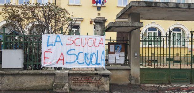La Guida - Piasco, genitori in protesta per la chiusura delle scuole