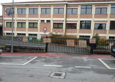 La Guida - A Peveragno la protesta delle famiglie contro la chiusura delle scuole