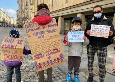 """La Guida - A Cuneo una protesta per dire """"No"""" alla didattica a distanza"""