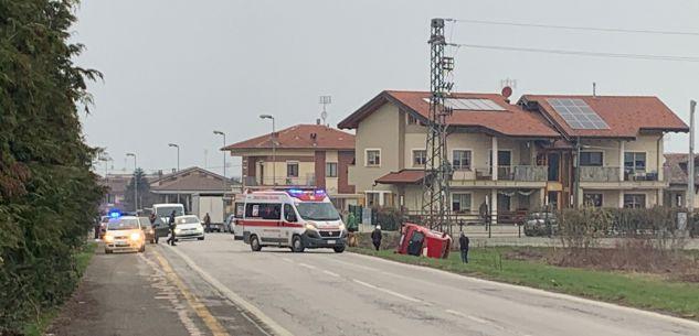 La Guida - Auto fuori strada all'ingresso di Cervasca